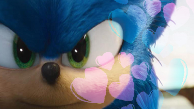 Closeup of Sonic with hearts